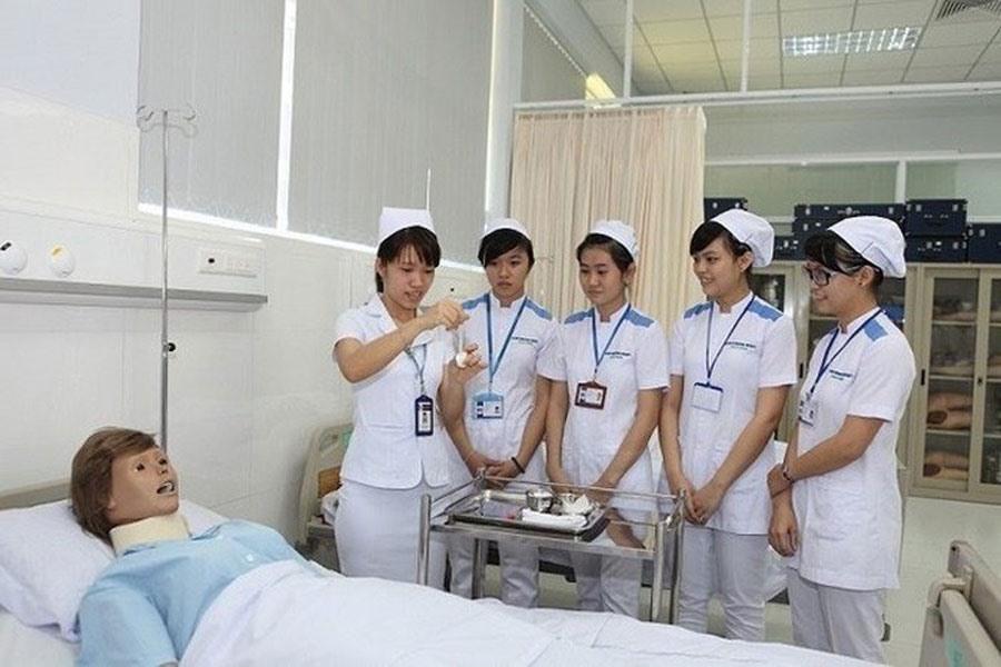 Mức lương Điều dưỡng viên ở Việt Nam là bao nhiêu?