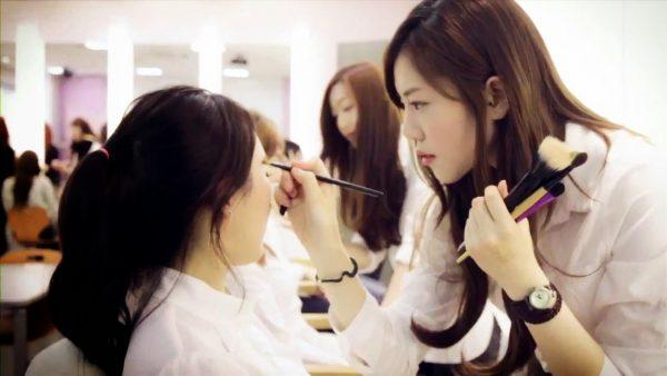 Nghề make up là gì? Những điều cần biết khi theo đuổi nghề make up
