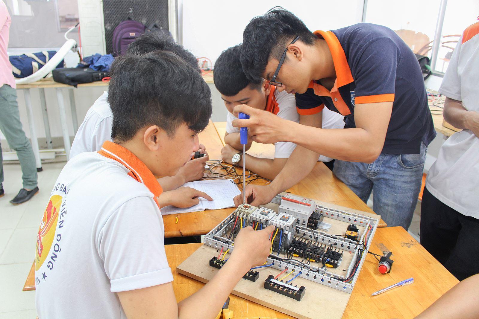 Tại sao nên học nghề điện tử?